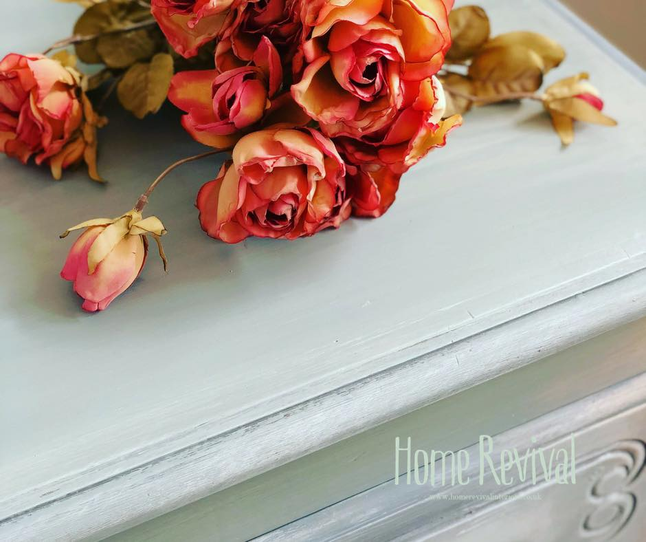 Blending colours with Fusion Mineral Paint top view of blended colours and texture with bouquet of pink roses- Home Revival